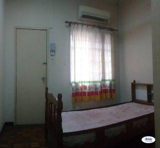 room for rent, medium room, usj 11, USJ 11 UEP Subang Jaya , Nearby Taipan & LRT Room Rent With Aircond & Wifi