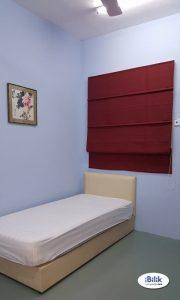 room for rent, medium room, kota kemuning, Private Aircon Room located Kota Kemuning,Kemuning Bayu & WIFI