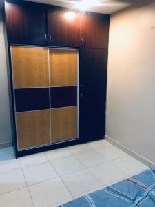 room for rent, medium room, taman tun dr ismail, Non-Smoking Unit at TTDI With Cleaning services & Wifi Provided