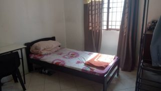 room for rent, medium room, bandar utama, Middle room with stunning facility view
