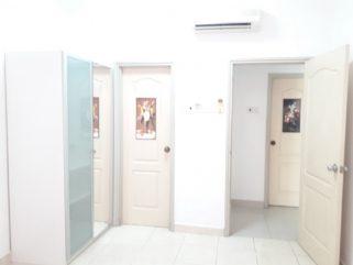 room for rent, master room, bandar utama, master bed room at pelangi utama including utility and wifi