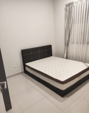 room for rent, medium room, bangsar south, [ South View ] Middle room + Personal Bathroom Fully Furnished!! for Rent FEMALES ONLY