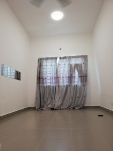room for rent, medium room, setia alam, Living in a nice scenery guarded housing area