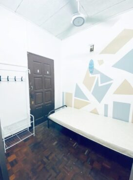 room for rent, medium room, bandar utama, [AIRCOND & WIFI PROVIDED] AVAILABLE ROOM AT BANDAR UTAMA