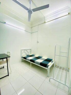 room for rent, medium room, seri kembangan, Long Short-Term Rental Room for rent Seri Kembangan